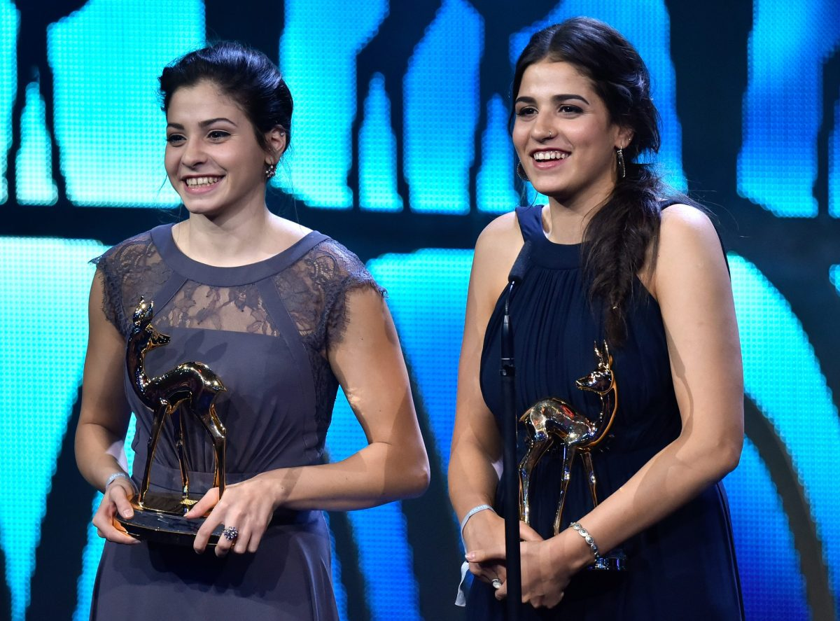 Yusra and Sarah Mardini receive the 'Bambi'award in the category 'Quiet Heroes' in Berlin, Germany, 17 November 2016. The 'Bambi' award ceremony was hosted for the 68th time. PHOTO: CLEMENS BILAN/dpa