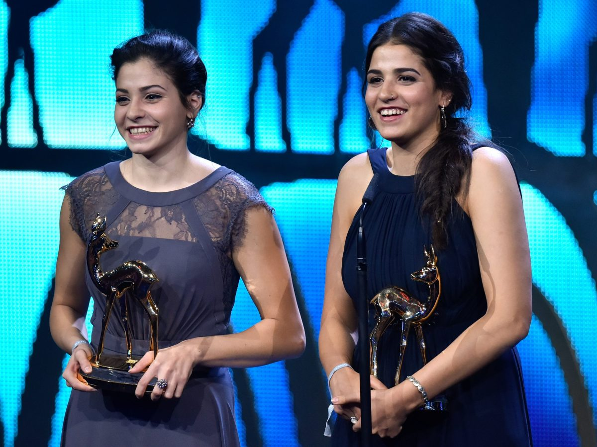 Yusra and Sarah Mardini receive the 'Bambi' award in the category 'Quiet Heroes' in Berlin, Germany, 17 November 2016. The 'Bambi' award ceremony was hosted for the 68th time. PHOTO: CLEMENS BILAN/dpa