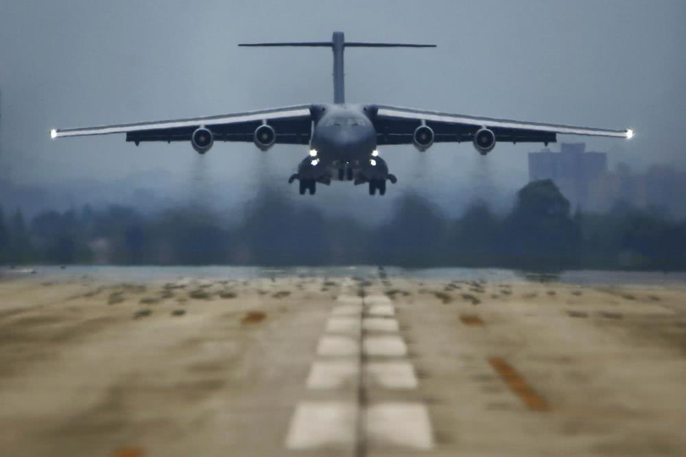 A Y-20 airlifter prepares to land at a PLA airbase. Photo: PLA Daily