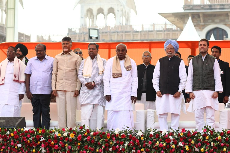 (Left to Right) Oppositions leaders Farooq Abdullah, Sharad Yadav, Sharad Pawar, Mallikarjun Kharge, V Narayanasamy, HD Kumaraswamy, N Chandrababu Naidu, Siddaramaiah, HD Devegowda, Manmohan Singh, Rahul Gandhi and others , at Albert Hall in Jaipur, Rajasthan, India Photo: AFP/NurPhoto/Vishal Bhatnagar