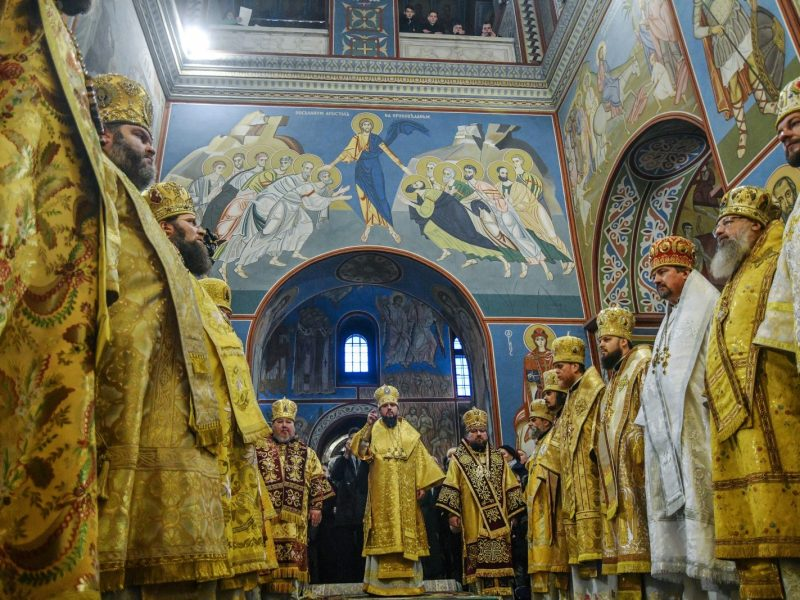 Newly elected Metropolitan of Kiev and All Ukraine Yepifaniy Sergiy Dubenko (C) conducts the first liturgy since the creation of a new Ukrainian church independent from Russia in the Saint Michael's Golden-Domed Cathedral in Kiev on December 16, 2018. Photo: AFP/Genya Savilov