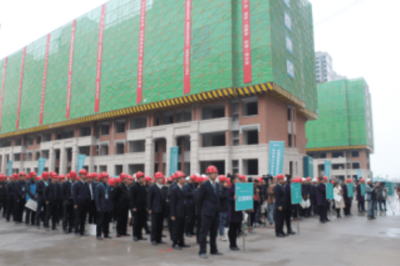 Management of Zhengzhou Zensun Real estate visit a local construction site. Photo: zensun.com.cn