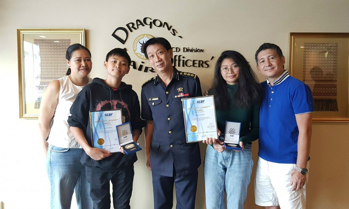 Colonel Lim Boon Hwee poses with the Cordova family. Photo: Facebook/Singapore Civil Defence Force