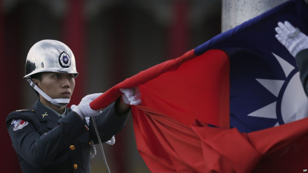 A file photo shows honor guards of the Taiwanese Army lowering the Taiwanese flag in Taipei. Photo: Twitter
