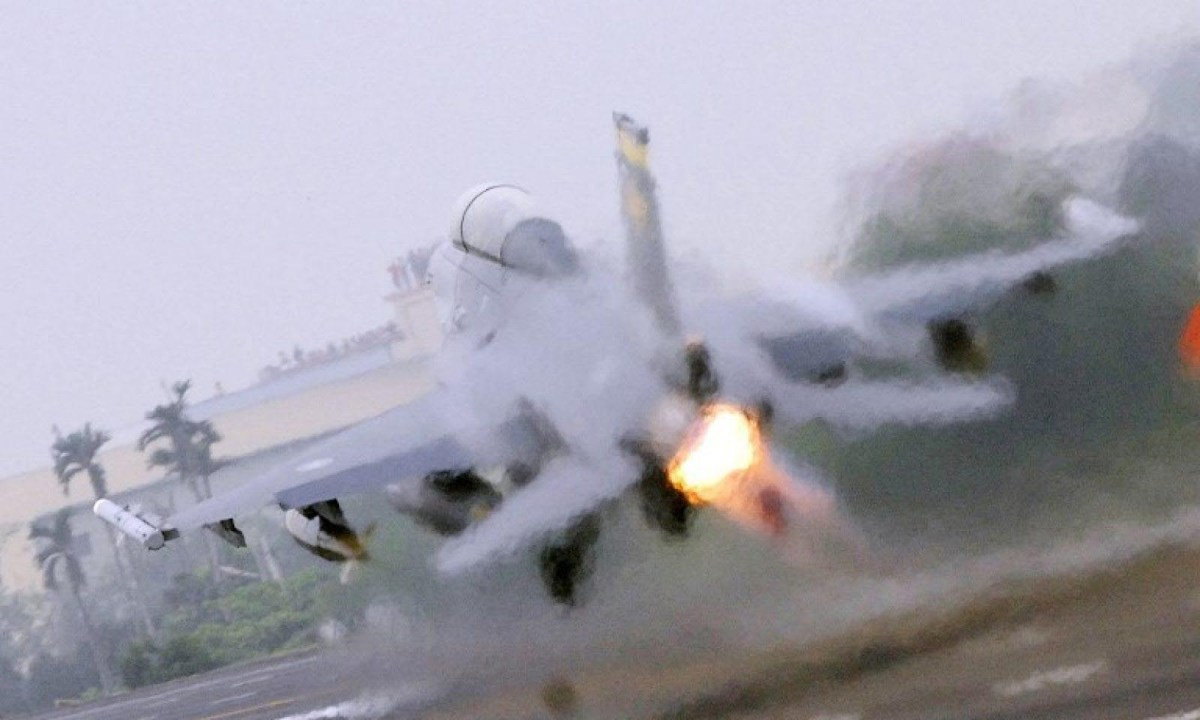 An F-16 fighter jet takes off from an air base in Taiwan. Photo: AFP