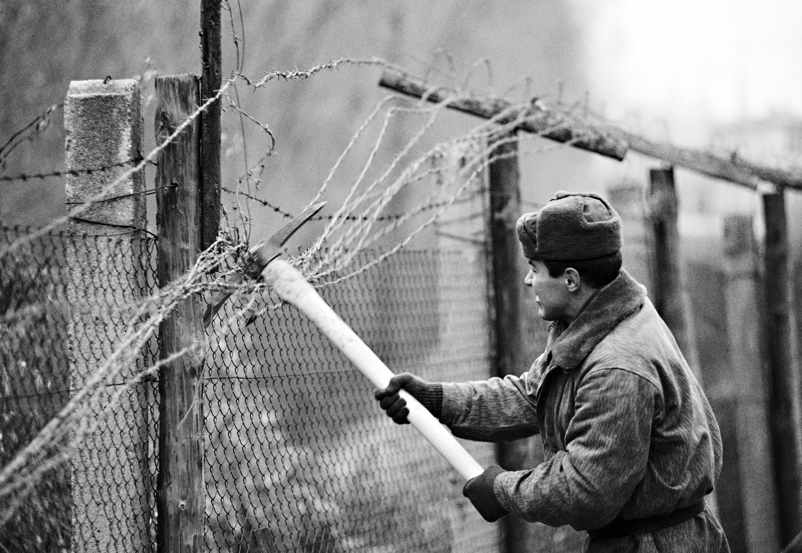 Soldiers destroy the Iron Curtain at Slovakian city (now capital) Bratislava, on December 11, 1989. Photo: AFP