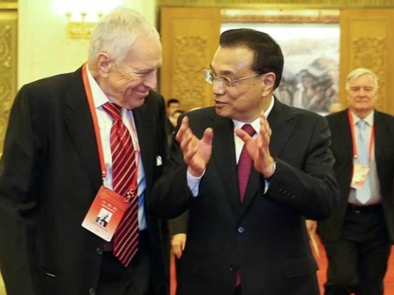 Nobel Laureate Edmund Phelps speaks with Chinese Premier Li Keqiang