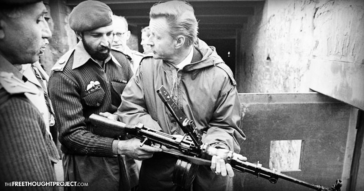 Zbigniew Brzezinski and a man often (but disputedly) alleged to be Osama bin Laden, 1981. Photo: Twitter