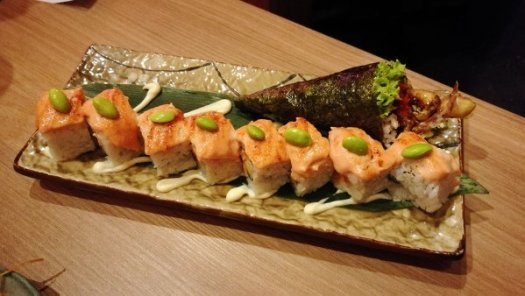 Best Places To Eat In Kuala Lumpur - Kinjuku SetiaWalk Mall Review - Salmon Sushi Roll