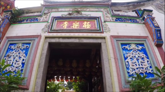 Small entrance to Kek Lok Si