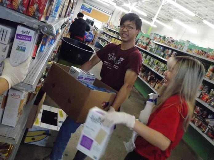 REACH volunteers in the grocery