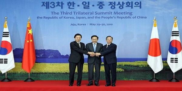 CHINA-ONUS ON ABE TO BRIDGE HISTORICAL DIVIDE