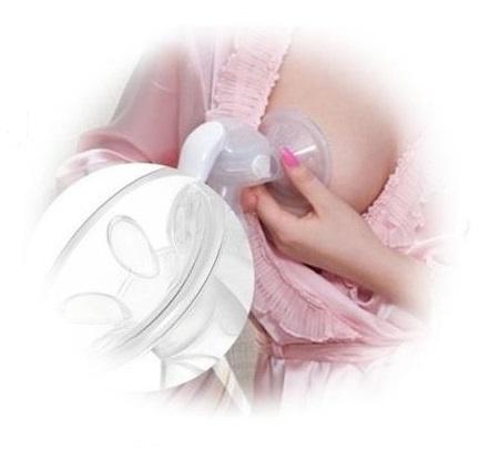 Real Bubee Manual Breastpump in Use