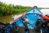 Bootspassage durch die Mangrovensümpfe der Nusa Kambangan