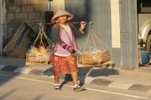 Straßenhändlerin in Savannakhet