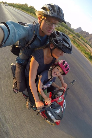 eine Familie pro Moped