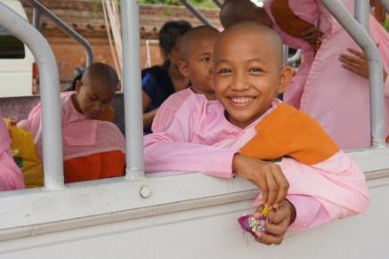 buddhistische Nonnen-Novizin (Samaneri) - Bagan