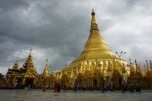 Shwedagon Pagode vor dem Regen - Yangon