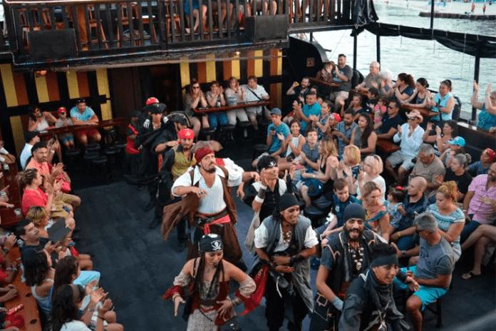 Barco pirata Cancún1