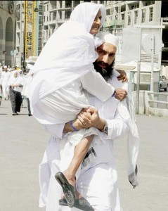 son-carrying-mother-to-juma-prayers-madina