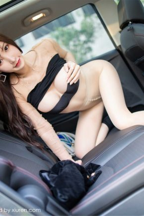 [XIAOYU] VOL.125 Sandy poses for sexy car photo shoot