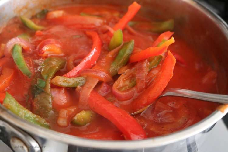 Peppers-and-onions-in-tomato-sauce