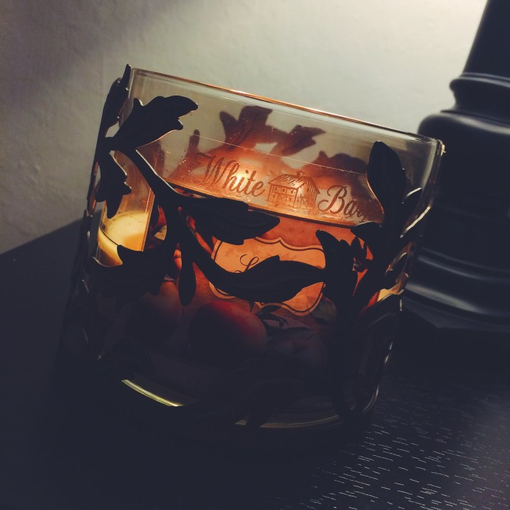 Leaves candle & candle holder from Bath & Body Works