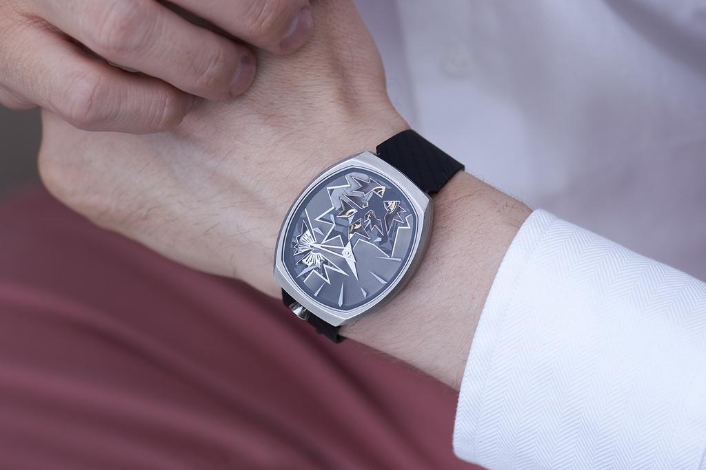 Entropy Black Bang wrist man