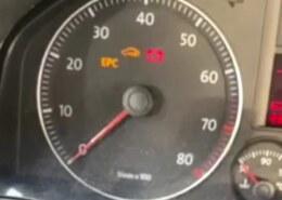 السلام عليكم، سيارتي VW JETTA 2007 و عند محاولة تشغيلها و تدوير المفتاح لا تعمل