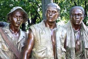 vietnam war soldiers statue washington dc