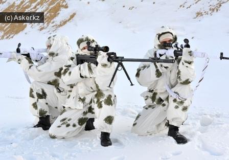 военнослужащие казахстанской армии зимой, камуфляж