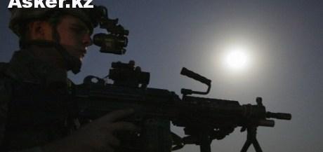 Солдат экипированный прибором ночного видения