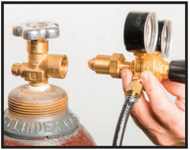 Attaching gas bottle and regulator hose assembly