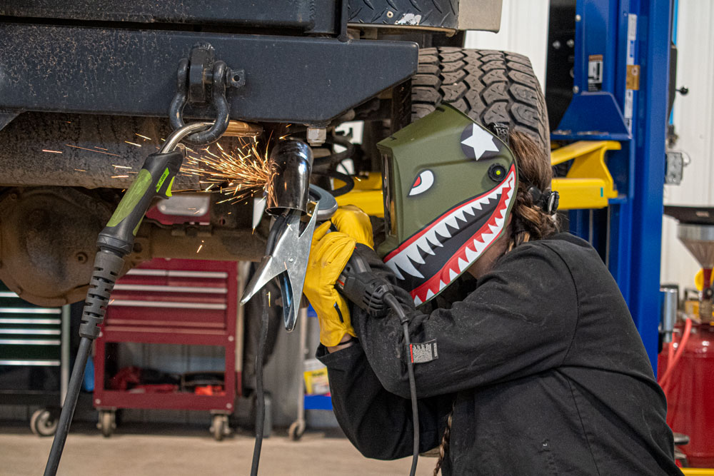 HOW TO SELECT THE RIGHT WELDING HELMET