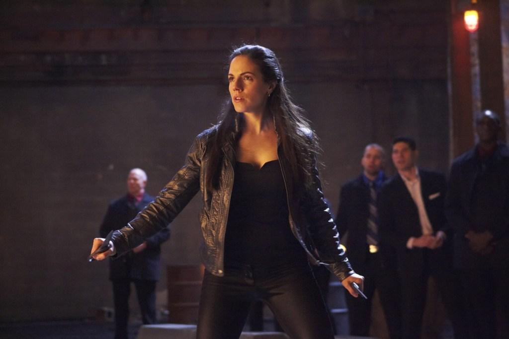 Bo in fighting stance in Lost Girl 1x01