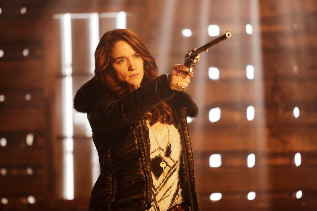 Wynonna holding Peacemaker in Wynonna Earp 1x09 Bury Me With My Guns On