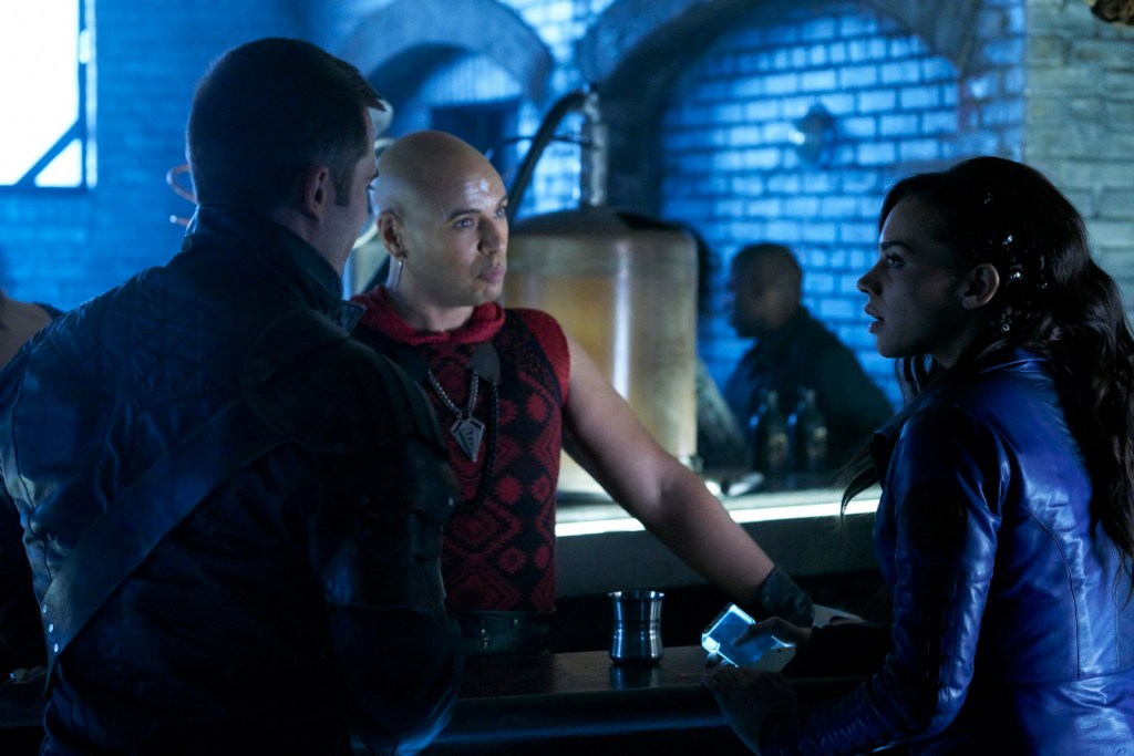 Dutch Pree and D'avin in Killjoys 2x04 Schooled