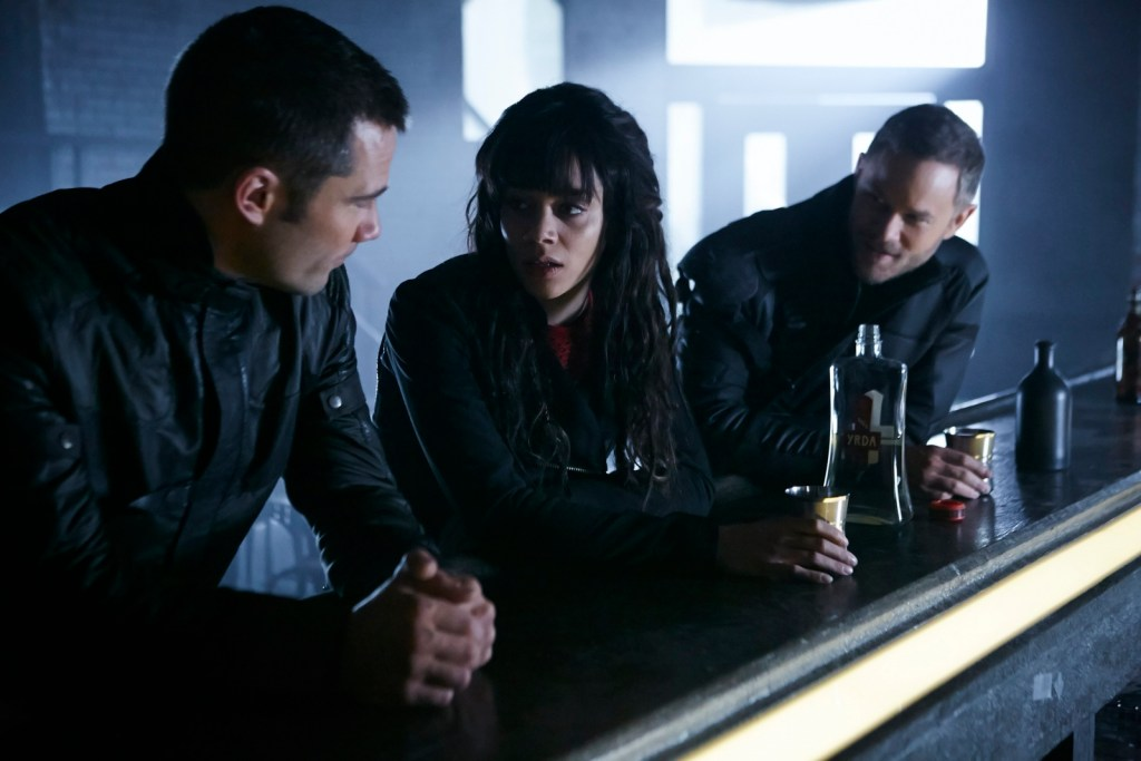 Dutch D'avin and Johnny in Killjoys 2x09 Johnny Be Good