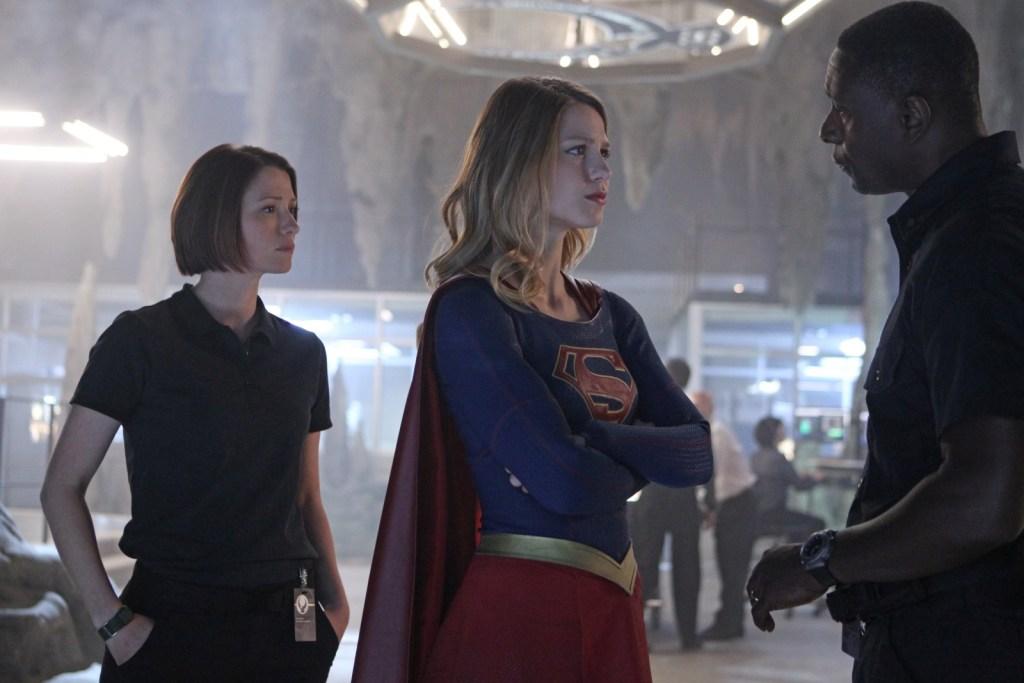 Alex, Supergirl & Henshaw in Supergirl