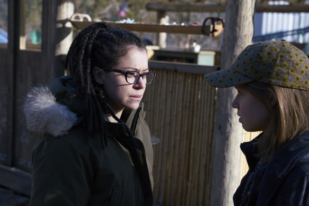Cosima and Mud in Orphan Black 5x05