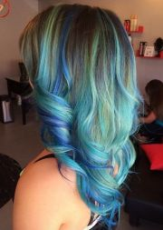 blue highlight hairstyles