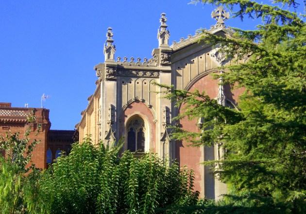 Антонио Гауди построил колледж в Барселоне всего за год