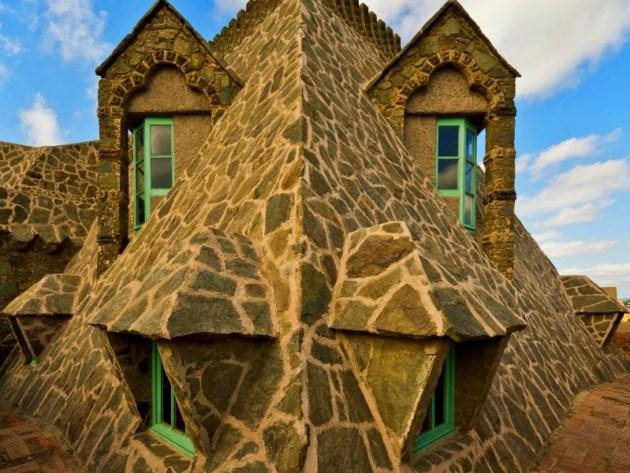 Необычная архитектура Гауди Барселона