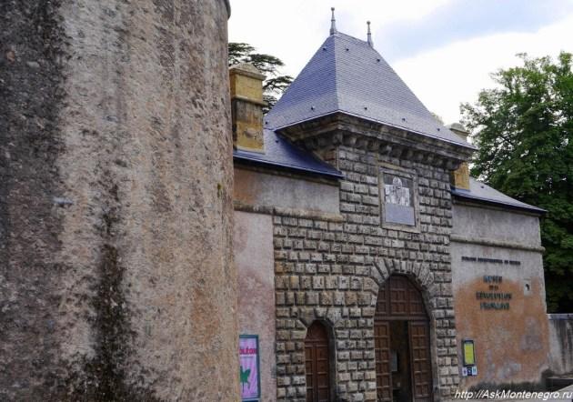 Вход в замок Визиль