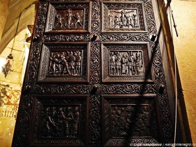 Cобор святого Дуйе врата