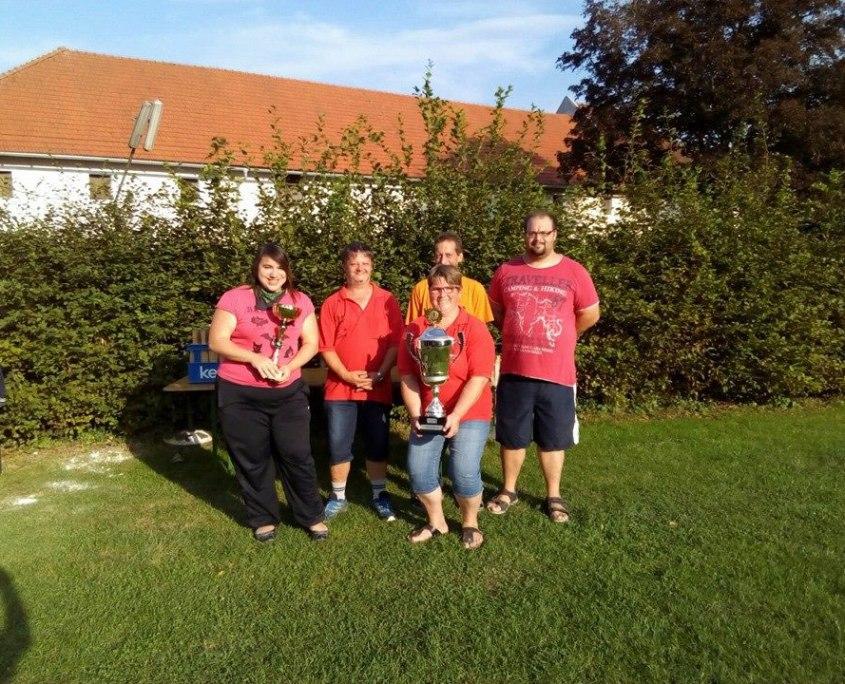 Gruppenbild mit Pokalgewinnern