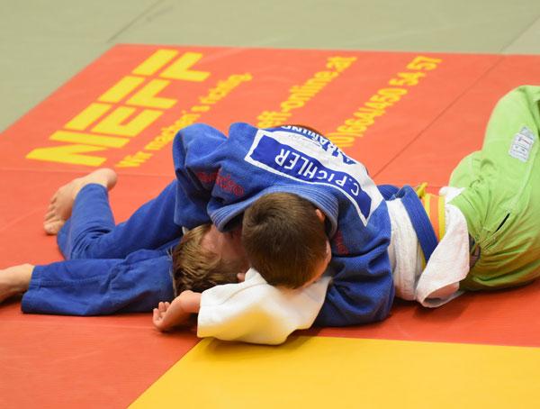 Zwei Judoker beim Bodenkampf