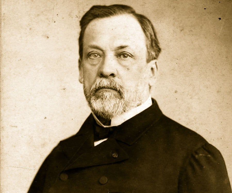 Louis Pasteur Biography - Childhood, Life Achievements & Timeline