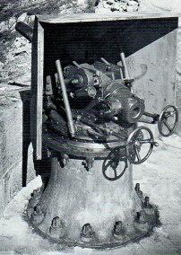 canon-de-84-cm-1879-sur-afft-pivot-central-crinoline-andermatt