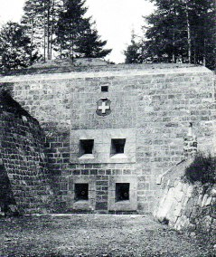 coffre-de-flanquement-avec-2-canons-de-84-cm-1871-et-2-mitrailleuses-1894-savatan
